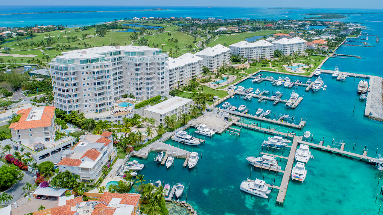 One Ocean rises high above Nassau Harbour, for panoramic water views.